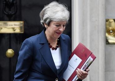 Symboliczny przedsmak brexitu. Samotna kolacja Theresy May