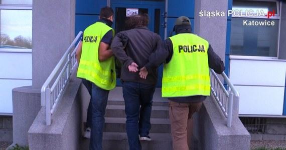 Na przystanku autobusowym w Katowicach doszło do ataku z użyciem noża i gazu na kontrolerów biletów. 33-letni sprawca został złapany.