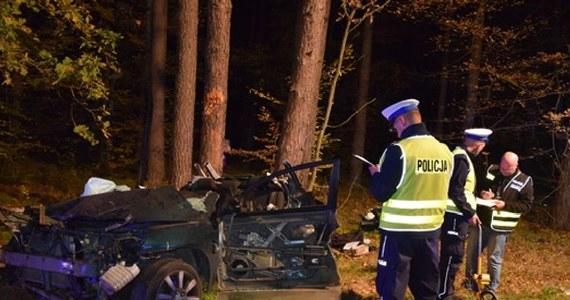 Tragiczny wypadek w Wyszkowie. Trzy 20-letnie piłkarki uczniowskiego klubu piłkarskiego zginęły wczoraj po tym, jak auto, którym jechały uderzyło w drzewo. Przyczyny wypadku nie są znane.