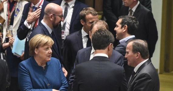 Unijni przywódcy uznali podczas pierwszego dnia szczytu w Brukseli, że postępy w negocjacjach ws. Brexitu są ciągle niewystarczające - powiedziało PAP źródło unijne. Główny negocjator Michel Barnier ma jednak kontynuować wysiłki, tak by udało się osiągnąć porozumienie.