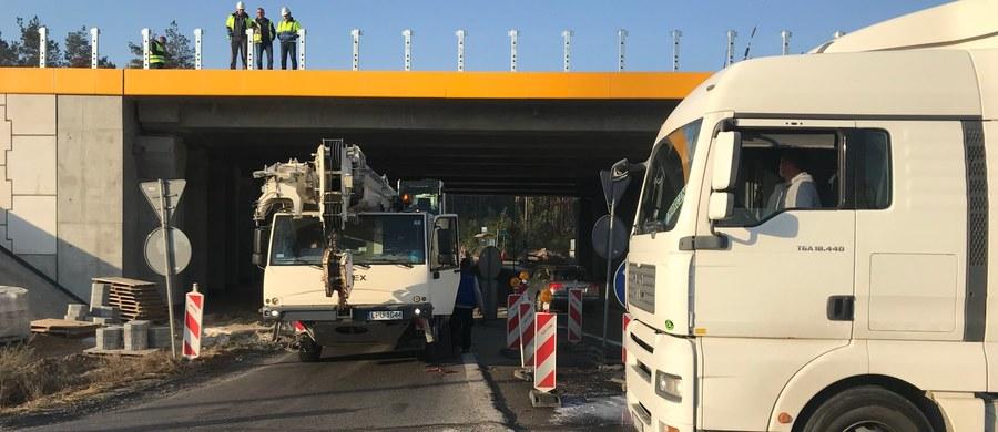 Podwykonawcy włoskiego Astaldi w proteście zablokowali drogę krajową numer 17 między Lublinem a Warszawą. Trasa była nieprzyjezdna na rondzie w Żyrzynie. Blokada trwała przez około 12 godzin. Na rondzie w Żyrzynie kilkadziesiąt ciężarówek uniemożliwiało wjazd i zjazd z ronda. Policja wyznaczyła objazdy przez Puławy i Dęblin. O zakończeniu blokady poinformował w czwartek wieczorem dyżurny punktu informacji drogowej lubelskiego oddziału Generalnej Dyrekcji Dróg Krajowych i Autostrad.