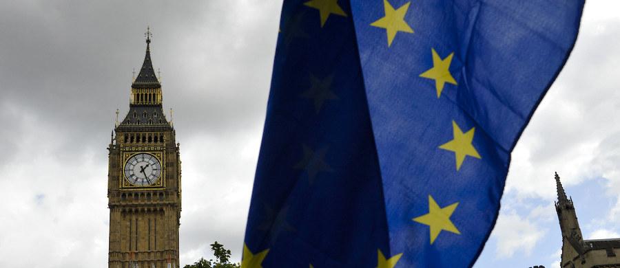 Aż 44 proc. Brytyjczyków spodziewa się fiaska negocjacji w sprawie wyjścia kraju z UE i w konsekwencji opuszczenia Wspólnoty bez porozumienia na temat przyszłych relacji - wynika z opublikowanego w czwartek sondażu na zlecenie uczelni King's College London.