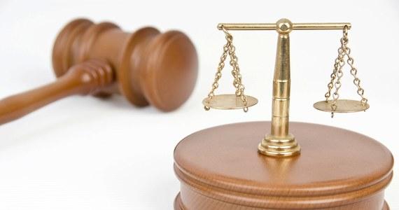 Sąd Okręgowy w Warszawie wysłał dziś odpowiedź na dodatkowe pytania o niezależność polskich sędziów, zadane przez irlandzką sędzię Aileen Donnelly. Na pierwsze pytania odpowiadała prezes warszawskiego sądu i odpowiedź została ujawniona. Tym razem sędzia Donnelly zwróciła się z pytaniami do sędziego, który wydał Europejski Nakaz Aresztowania Artura C. – na ujawnienie jego akurat odpowiedzi jednak musimy poczekać – dowiedział się dziennikarz RMF FM Tomasz Skory.