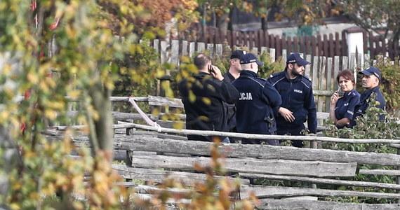 Niemal całą noc pracowali policjanci w Bańskiej Niżnej na Podhalu, gdzie wysadził się 40-letni mężczyzna. W jego domu znaleziono niebezpieczne substancje chemiczne, które mogły posłużyć do wyrobu materiałów wybuchowych.