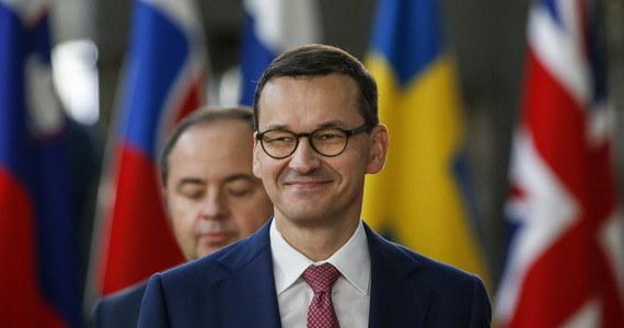 """Premier Mateusz Morawiecki oficjalnie potwierdził, że Polska otrzymała postanowienie Trybunału Sprawiedliwości Unii Europejskiej o środkach zabezpieczających w sprawie ustawy o Sądzie Najwyższym. """"Po dokładnym przeanalizowaniu ustosunkujemy się do tego"""" – stwierdził Morawiecki."""