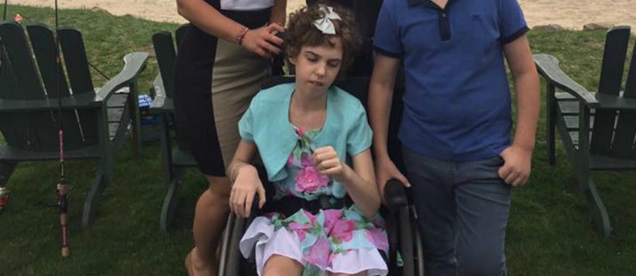 """""""Magiczny Dywan"""" – opracowana przez polskich twórców interaktywna podłoga udowadnia, że nowoczesna rehabilitacja dzieci może odbywać się poprzez zabawę. Urządzenie pomogło m.in. 13-letniej Paige Bourhill, która z powodu obrzęku mózgu ma problemy z chodzeniem i mówieniem."""