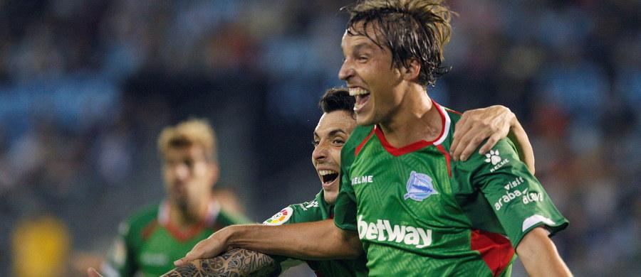 Rewelacyjnie spisujący się w tym sezonie hiszpańskiej ekstraklasy zespół Alaves nie zwalnia tempa. W piątkowy wieczór jego piłkarze pokonali na rozpoczęcie 9. kolejki na wyjeździe Celtę Vigo 1:0 i awansowali na pierwsze miejsce w tabeli.