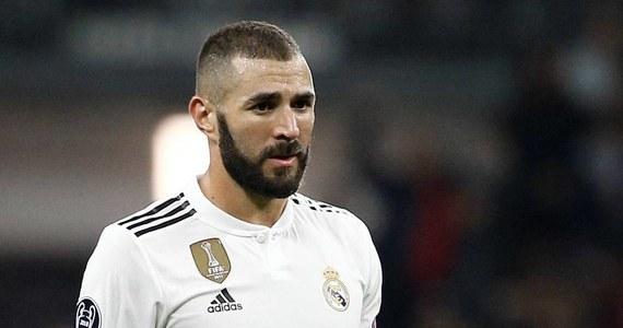 Nowy skandal wokół sławnego napastnika Realu Madryt Karima Benzemy. Francuska policja prowadzi śledztwo w sprawie możliwego zorganizowania przez niego pobicia i próby porwania pośrednika, który naraził go na stratę 50 tysięcy euro - ujawniły nadsekwańskie media. Piłkarski gwiazdor zapewnia, że jest niewinny.