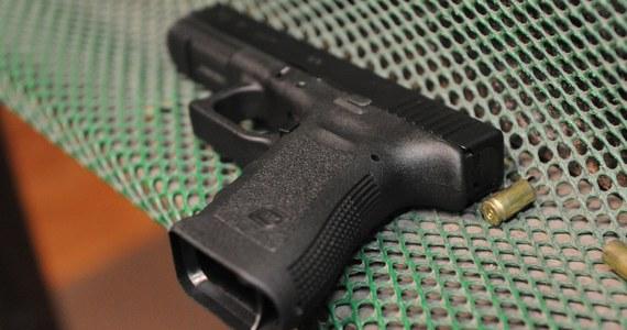 Policja z podszczecińskich Polic wyjaśnia dlaczego służbowa broń wystrzeliła na tamtejszej komendzie podczas jej przeładowywania.