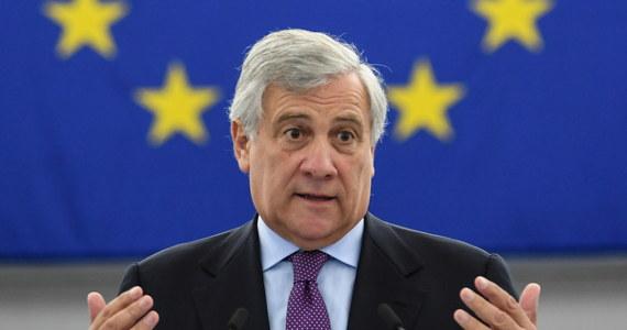 """Przewodniczący Parlamentu Europejskiego i wiceprzewodniczący Forza Italia Antonio Tajani oświadczył w sobotę, że jego formacja jest gotowa na nowe wybory. Uważa on, że obecny rząd Włoch Giuseppe Contego """"dojechał do stacji końcowej"""" i może """"zniszczyć kraj""""."""