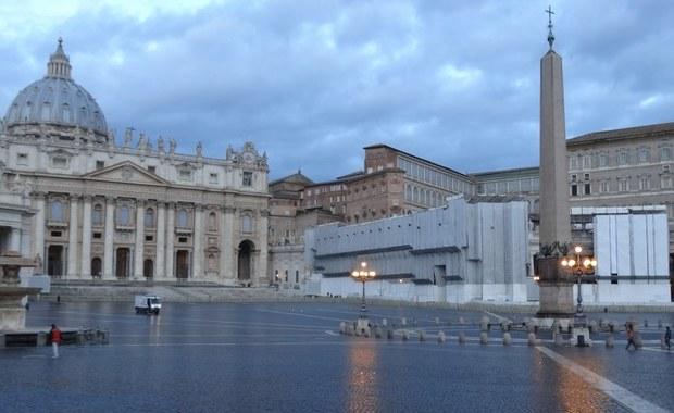 """Homoseksualizm i potrzeba towarzyszenia osobom o takiej orientacji był jednym z tematów kolejnego dnia obrad synodu biskupów na temat młodzieży w Watykanie - poinformowano na briefingu w biurze prasowym Stolicy Apostolskiej. Jak podano, w czasie dyskusji ojców synodalnych we włoskiej grupie językowej podjęty został temat """"specjalnej uwagi i towarzyszenia osobom o orientacji homoseksualnej""""."""