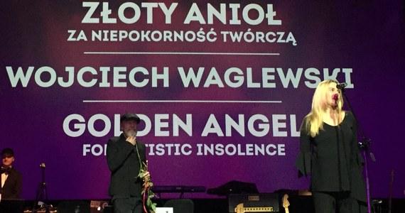 Podczas koncertu inaugurującego 16. Międzynarodowy Festiwal Filmowy Tofifest w Toruniu nagrody za niepokorność twórczą otrzymali Jafar Panahi, Arkadiusz Jakubik oraz Marian Dziędziel i Wojciech Waglewski. Na scenie królował Steve Nash.