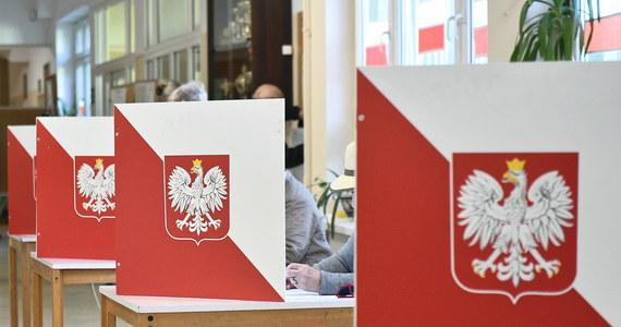 Państwowa Komisja Wyborcza poinformowała, że do godziny 12:00 swój głos oddało w całym kraju 15,62 proc. uprawionych do głosowania w wyborach samorządowych 2018.