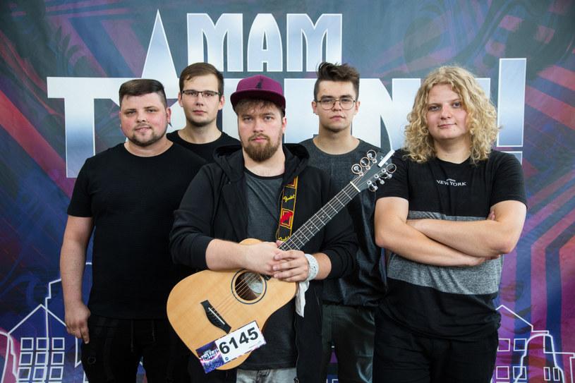 """Castingowe odcinki 11. serii """"Mam talent"""" dobiegły końca. W ostatnim, wyemitowanym 20 września, zachwycił m.in. zespół Moow Mi Janek."""