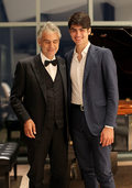 "Andrea Bocelli i ""Fall On Me"": Matteo Bocelli o duecie z ojcem"