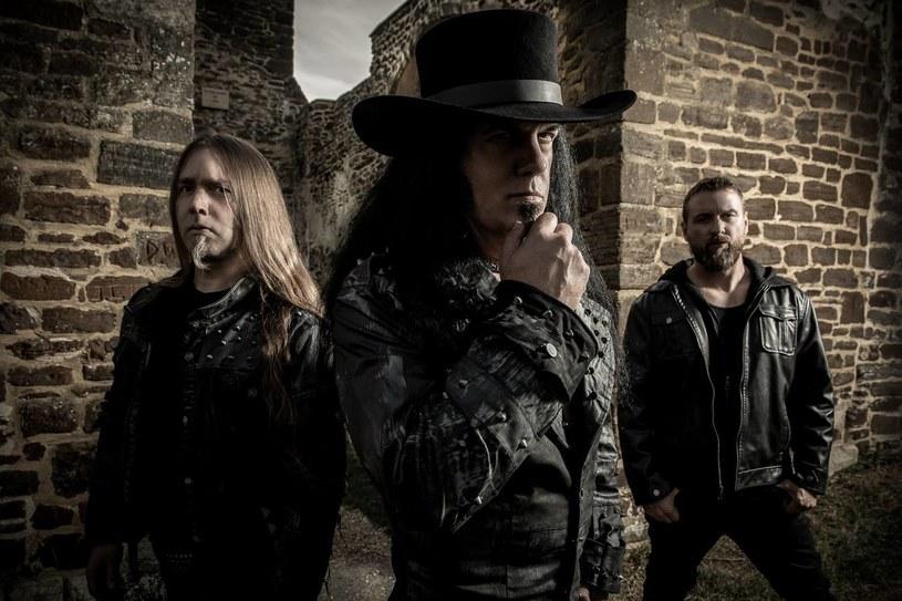 Międzynarodowa supergrupa Vlitmas podpisała kontrakt i szykuje się do wydania debiutanckiego albumu.