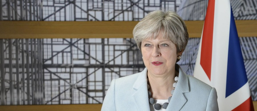 """Brytyjska premier Theresa May zapowiedziała, że Wielka Brytania może zdecydować się na krótkie wydłużenie 21-miesięcznego okresu przejściowego po wyjściu kraju z Unii Europejskiej. Zaznaczyła jednak, że takie rozwiązanie byłoby """"niepożądane""""."""