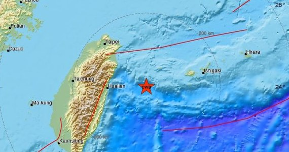 Silne trzęsienie ziemi nawiedziło we wtorek Tajwan. Służby poinformowały, że miało magnitudę 6. Epicentrum znajdowało się około 100 kilometrów od miasta Hualien na wschodnim wybrzeżu wyspy.