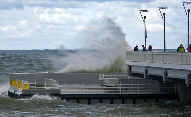 Ostrzeżenia przed silnym wiatrem dla kilku województw wydał Instytut Meteorologii i Gospodarki Wodnej. Najmocniej powieje na Pomorzu - w porywach do 95 km/h.