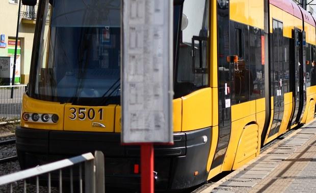 Dziesięć osób zostało rannych w zderzeniu dwóch tramwajów na placu Unii Lubelskiej w Warszawie. Ze wstępnych informacji wynika, że około godziny 8 skład linii nr 14 najechał na tył tramwaju obsługującego linię nr 10.