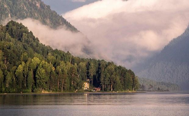 Niezwykle odkrycie archeologiczne we Francji. Z powodu suszy poziom wody w jeziorze Lac de Paladru - u podnóża Alp - spadł o prawie dwa metry odsłaniając pozostałości osady sprzed blisko tysiąca lat.