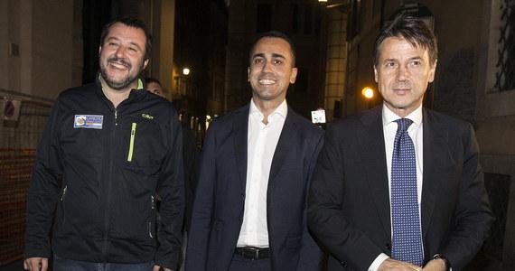 Komisja Europejska zdecydowała we wtorek o odrzuceniu projektu budżetu Włoch na przyszły rok. Rzym będzie musiał teraz przedstawić nową propozycję w ciągu trzech tygodni. Bruksela ponadto grozi objęciem Italii procedurą nadmiernego deficytu.