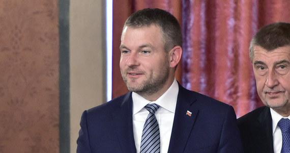 Samochód słowackiego premiera Petera Pellegriniego zderzył się z jeleniem. Premier kontynuował podróż na wyjątkowe posiedzenie rządu innym samochodem. Po zakończeniu obrad premierowi założono w szpitalu kołnierz ortopedyczny.