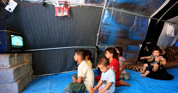 Władze Francji zamierzają sprowadzić do kraju dzieci francuskich dżihadystów schwytanych przez siły kurdyjskie na północnym wschodzie Syrii - poinformowały źródła we władzach. Według nich pierwsze repatriacje są możliwe jeszcze w tym roku.