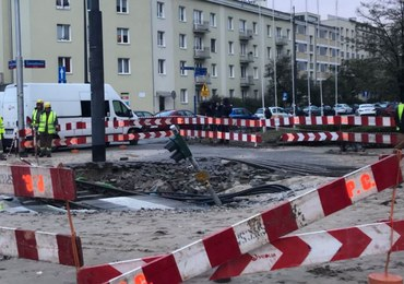Utrudnienia w Warszawie. Powodem pęknięta rura