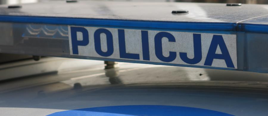 Zarzut zabicia zwierzęcia ze szczególnym okrucieństwem usłyszał 57-letni mieszkaniec gminy Zapolice w województwie łódzkim. Mężczyzna zabił zwierzę, a następnie porzucił w stodole. Grozi mu kara do 5 lat więzienia.
