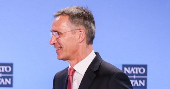 Ćwiczenia NATO, które rozpoczynają się tym tygodniu w Norwegii obejmą również cyberprzestrzeń - poinformował w środę w Brukseli sekretarz generalny Sojuszu Północnoatlantyckiego Jens Stoltenberg. Zapewnił, że NATO nie dąży do konfrontacji. W rozpoczynających się w czwartek w Norwegii manewrach Trident Juncture udział weźmie 50 tysięcy żołnierzy, 10 tysięcy pojazdów, 250 samolotów i 65 okrętów, w tym amerykański lotniskowiec. Z wojskowymi z 29 państw sojuszu ćwiczyć będą też żołnierze z Finlandii i Szwecji.