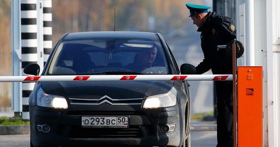 Ojciec i syn próbowali przemycić zwłoki kobiety na terytorium Ukrainy. Spięli ją pasami w samochodzie, a na granicy powiedzieli strażnikom, że kobieta śpi.