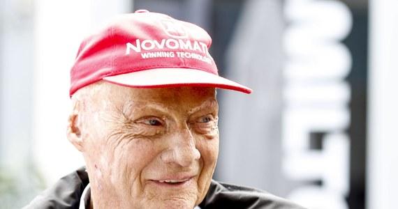 """Niki Lauda – trzykrotny mistrz świata Formuły 1, który na początku sierpnia w Wiedniu przeszedł zabieg przeszczepu płuc, został wypisany z kliniki. W komunikacie napisano, że pacjent opuścił szpital w """"dobrym stanie ogólnym""""."""