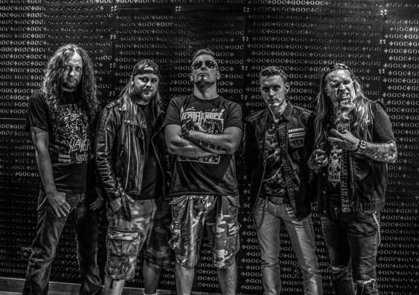 """W oczekiwaniu na premierę nowego albumu """"Vote Is A Bullet"""", krakowska grupa Virgin Snatch podzieliła się z fanami premierową kompozycją."""