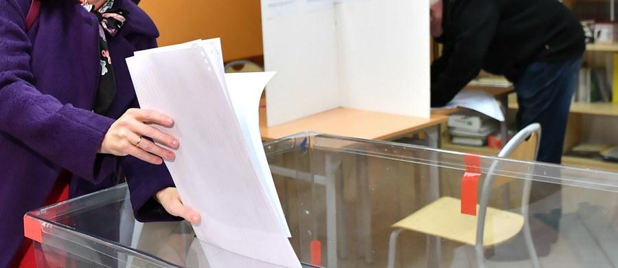 Koalicja Obywatelska uzyskała 18 mandatów w sejmiku woj. pomorskiego, 13 mandatów zdobyło PiS a dwa – PSL – wynika z oficjalnych wyników wyborów podanych wieczorem przez Wojewódzką Komisję Wyborczą w Gdańsku.