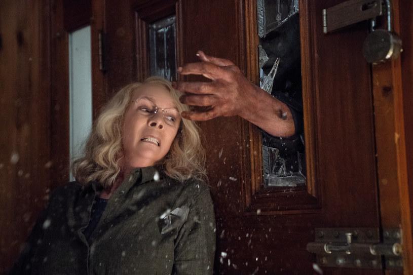 """Jamie Lee Curtis jakiś czas temu założyła wytwórnię filmową Comet Pictures. Teraz firma ta podpisała trzyletnią umowę z wytwórnią Blumhouse na produkcję filmów kinowych i seriali telewizyjnych. Jak poinformował serwis """"Deadline"""", pierwszym filmem, jaki powstanie w ramach tej umowy, będzie ekologiczny thriller """"Mother Nature""""."""