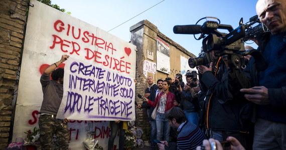 Włoska policja aresztowała cztery osoby podejrzane o gwałt i zabójstwo 16-latki. Zbrodnia wstrząsnęła opinią publiczną we Włoszech. Doszło do niej w budynku zajmowanym przez świat przestępczy. Zatrzymani to imigranci z Gambii, Senegalu i Nigerii.