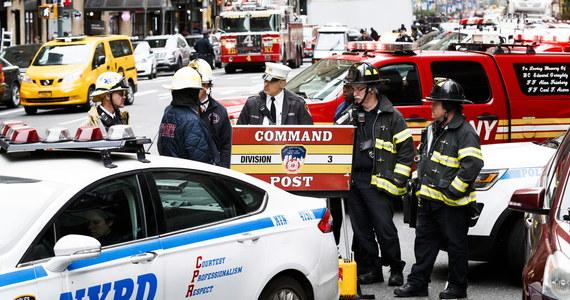 48 lat więzienia grozi mężczyźnie, podejrzanemu o rozsyłanie paczek z urządzeniami wybuchowymi do amerykańskich polityków, krytycznie nastawionych do prezydenta Donalda Trumpa - poinformował Departament Sprawiedliwości.