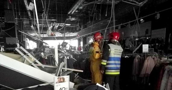 W Galerii Rzeszów w jednym ze sklepów odpadła część sufitu - taką informację otrzymaliśmy od słuchaczy na Gorącą Linię RMF FM, a potwierdzili ją strażacy. Ewakuowano cały sklep. Siedem osób zostało poszkodowanych, a sześć trafiło na badania do szpitala.