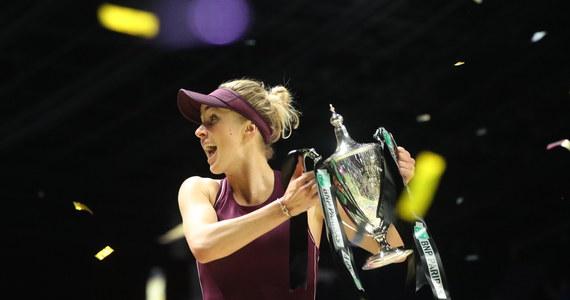 """Jelina Switolina po raz pierwszy w karierze triumfuje w kończącym sezon turnieju WTA Finals! W finale w Singapurze rozstawiona z numerem szóstym Ukrainka pokonała rozstawioną z """"piątką"""" Amerykankę Sloane Stephens 3:6, 6:2, 6:2. Batalia trwała prawie dwie i pół godziny."""