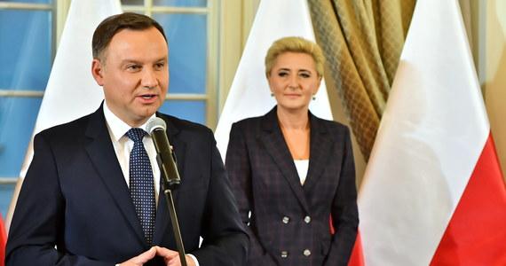 Jak ustalił portal wPolityce.pl w źródłach w Pałacu Prezydenckim, wcale nie jest pewne, czy 12 listopada będzie ostatecznie dniem wolnym od pracy. W ostatnią środę Sejm uchwalił ustawę o święcie narodowym z okazji 100. rocznicy odzyskania niepodległości przez Polskę. 12 listopada miałyby pracować m.in. szpitale, ambulatoria i apteki. Senat poparł w piątek propozycję, ale z poprawkami, co oznacza że ustawa wróci do Sejmu.