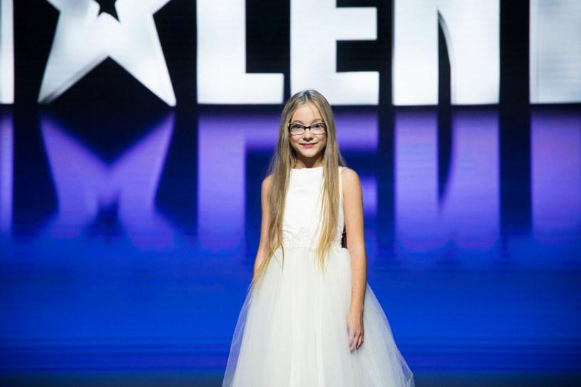 """Emilia Nowak to 12-letnia uczestniczka """"Mam talent"""", która zakwalifikowała się do finału programu."""
