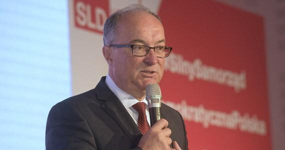 Zarząd powiatowy SLD w Końskich nie wyraża zgody na zawarcie przez radnych wybranych z list SLD Lewica-Razem koalicji z PiS w radzie powiatu; członkostwo w partii dwóch radnych, którzy porozumieli się z PiS, zostało zawieszone - poinformował przewodniczący Sojuszu Włodzimierz Czarzasty.