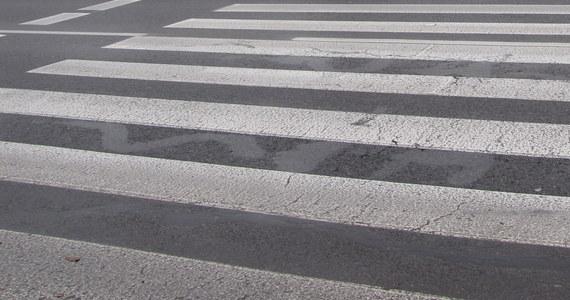 Zarzut zabójstwa oraz spowodowania katastrofy usłyszeli dwaj kierowcy, którzy doprowadzili do śmiertelnego potrącenia dwóch osób na przejściu dla pieszych Jeleniej Górze. Śledczy ustalili, że był to nielegalny wyścig. Auta jechały z prędkością ponad 135 km/h.