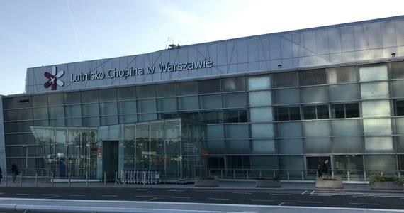 Dwa bombardiery Q400 lecące z Warszawy do Kluż-Napoka w Rumunii musiały zawrócić na lotnisko Chopina w Warszawie. W pierwszej maszynie wykryto problemy z podwoziem. Drugi samolot lądował w trybie awaryjnym. Na pokładzie obu maszyn było 25 osób.