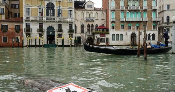 Wśród ogromnych szkód wywołanych we Włoszech przez atak niepogody są poważne straty w zalanej bazylice świętego Marka w Wenecji. Pod wodą znalazły się dziesiątki metrów kwadratowych liczącej tysiąc lat mozaiki na posadzce.