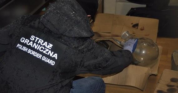 Strażnicy graniczni z Nadwiślańskiego Oddziału zlikwidowali fabrykę amfetaminy, produkującą środki odurzające na znaczącą skalę. Postawiono zarzuty trzem Wietnamczykom.