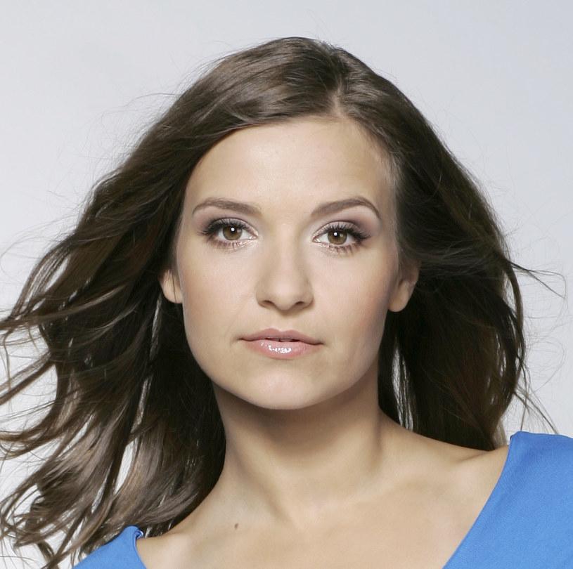 """Joanna Koroniewska, niezapomniana Małgosia Mostowiak z serialu """"M jak miłość"""", w lutym tego roku po raz drugi została mamą. Po urodzeniu Helenki aktorka postanowiła zrobić sobie długi urlop. Dopiero teraz wróciła do pracy."""
