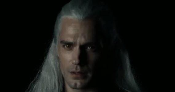 Internetowy serwis filmowy Netflix pokazał pierwsze zdjęcie Henry'ego Cavilla w roli Geralta z Rivii. Można już także podziwiać pierwsze, krótkie wideo z aktorem w pełnej charakteryzacji.