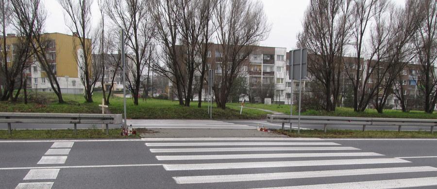 Korzystanie z telefonów komórkowych na przejściu dla pieszych jest od dziś na Litwie  zabronione. Osoba, które podczas przechodzenia rozmawia przez telefon lub odbiera SMS może nawet zostać ukarana grzywną. Jej wysokość to od 20 do 40 euro.
